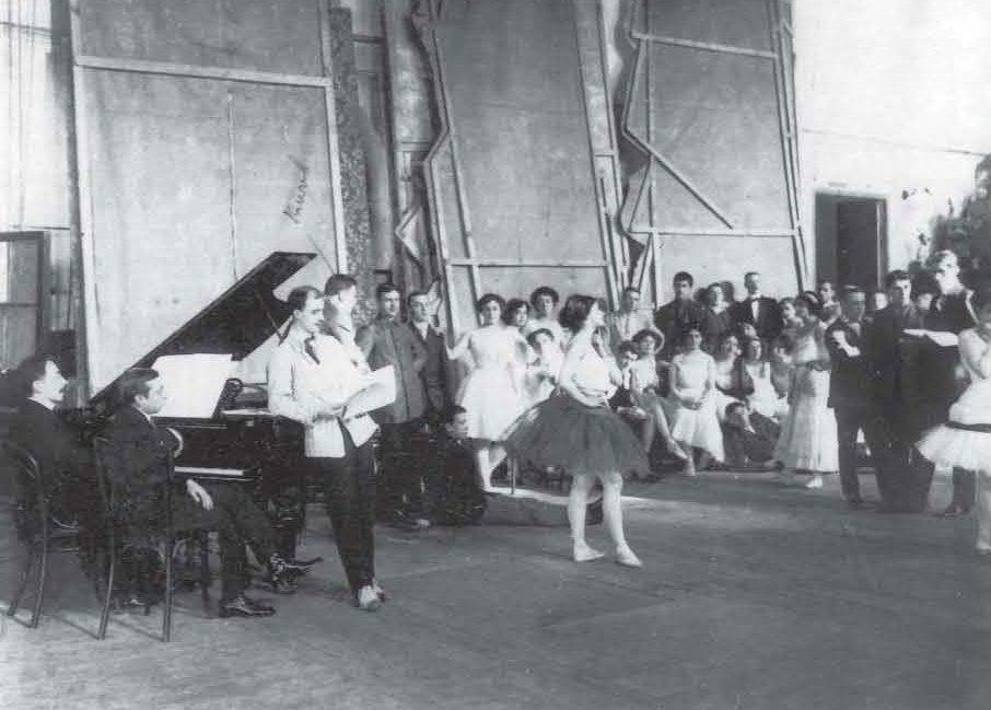 БАЛЕТ СЕРЕБРЯНОГО ВЕКА начало  Книга посвящена всему новому что произошло в петербургском балете с начала ХХ века